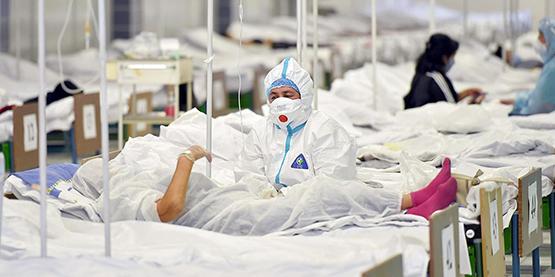 Со стороны смотреть страшнее. В Киргизии люди объединяются, чтобы помочь и медикам, и заболевшим в борьбе с коронавирусом