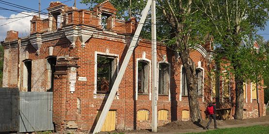 Уникальный памятник архитектуры превращается в руины в Петропавловске
