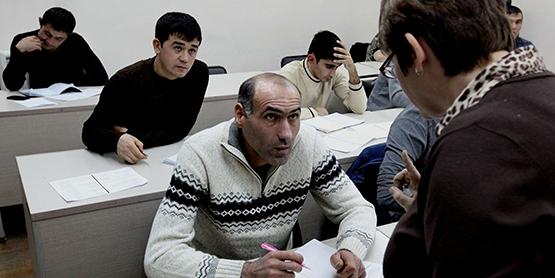 В РФ начал действовать новый порядок подтверждения мигрантами знания русского языка