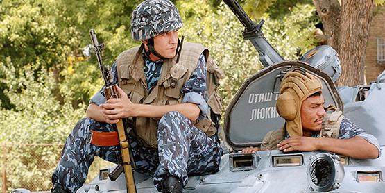 Узбекские военные выходят на таджикско-афганскую границу